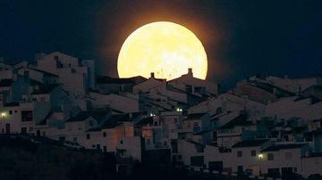 moonc.JPG