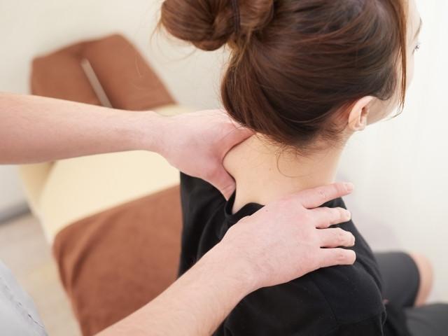 原因となる筋肉の緊張を和らげ肩こりを改善します