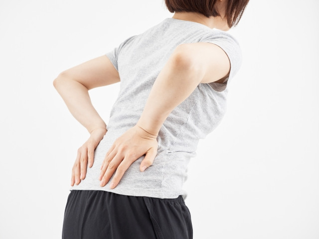 筋肉疲労による血流悪化や腰への負担が原因です
